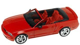 2005 Ford Mustang GT Convertible diecast model car 118 scale diecast by Hot Wheels   Red Toys & Games