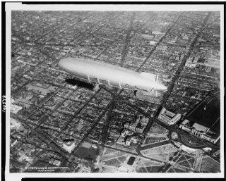 Photo Akron, world's largest dirigibles, pays first visit, Capital, Washington DC, 1931   Prints