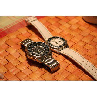 Casio Men's WVA320DJ 1E Atomic Tough Solar Waveceptor Sports Watch Watches