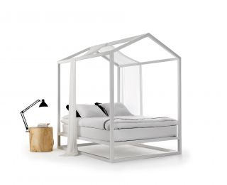 Casetta in Canadá Four poster bed   / 213 x 183 x H 235 cm White by Mogg